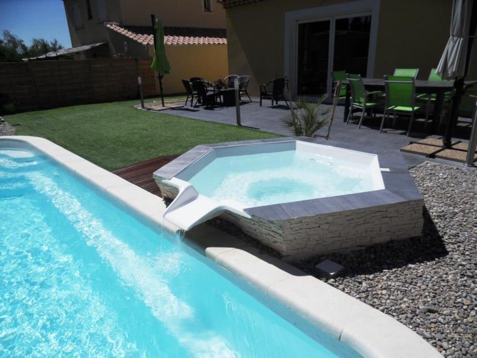Pourquoi nettoyer sa piscine et quel nettoyeur choisir for Quel piscine choisir
